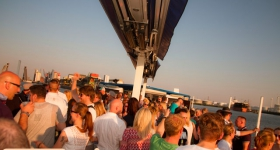 150822_sunset_boat_party_033