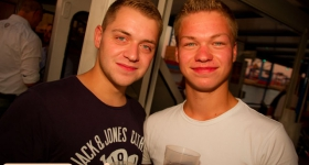 150822_sunset_boat_party_049