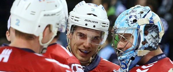 Hamburg Freezers Schwenninger Wild Wings Eishockey DEL 2015