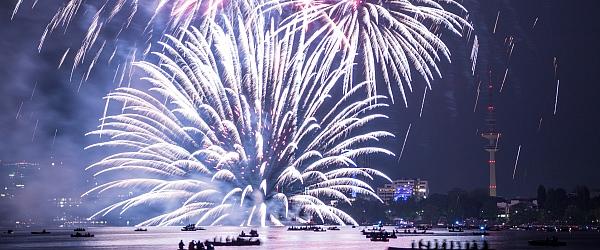 Feuerwerk Kirschbluetenfest 2015 Hamburg Alster